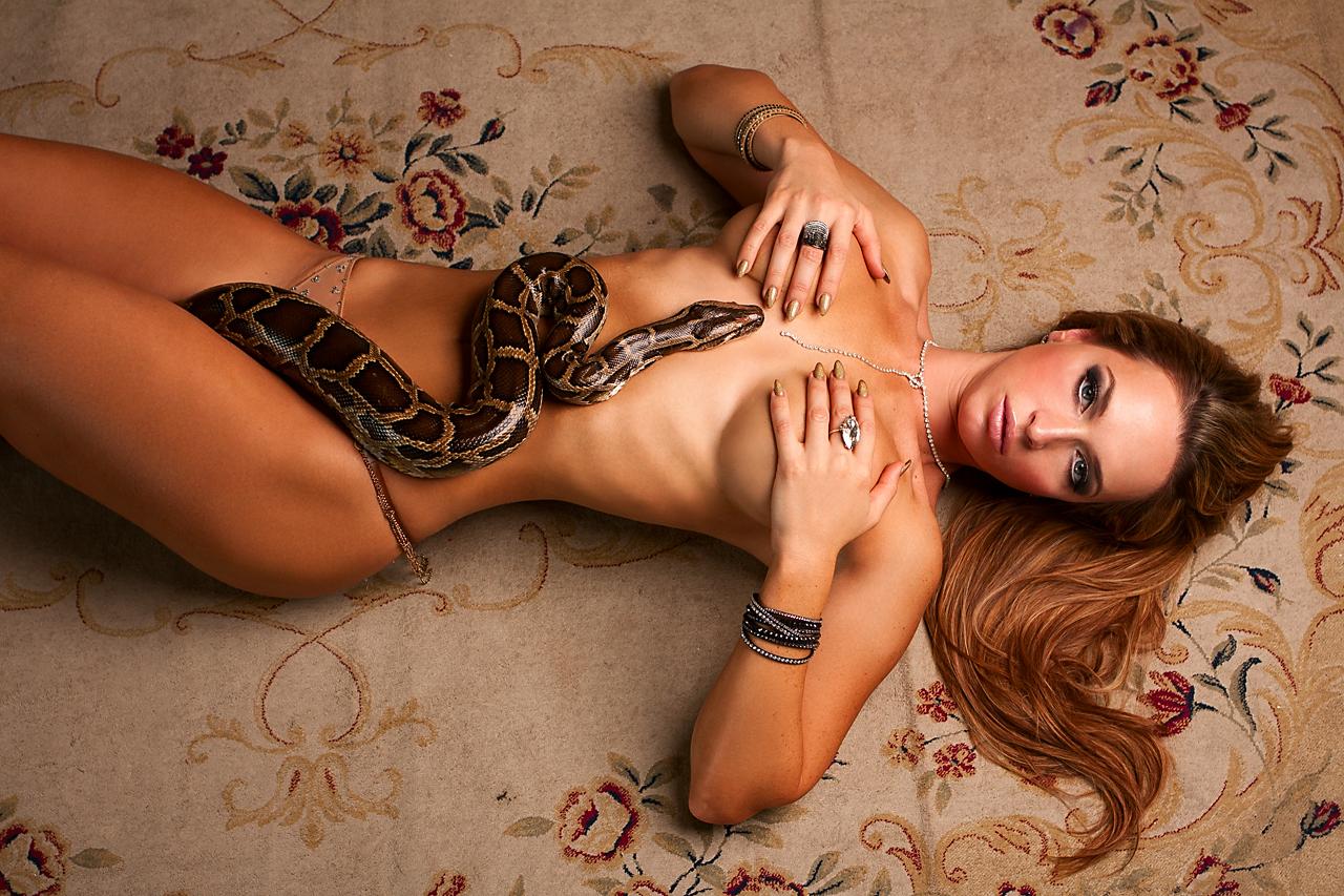 Смотреть эротические танцы со змеями 7 фотография